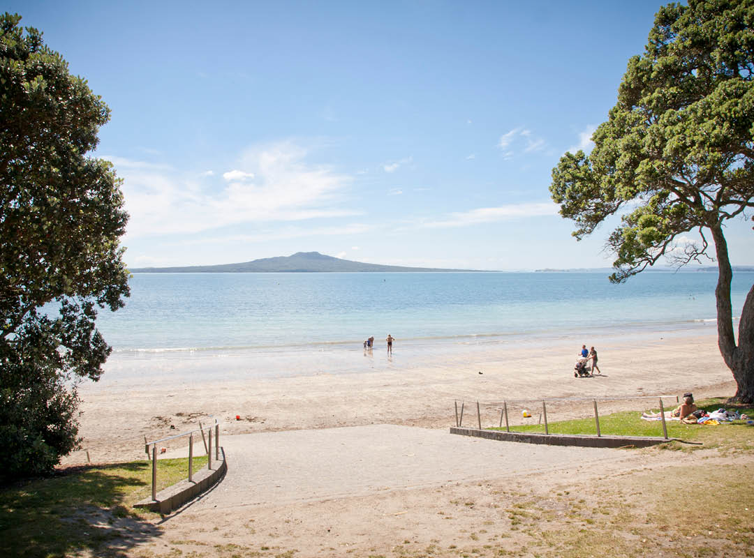 Takapuna-beach-north-auckland-1080x800-2.jpg